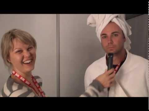 KKNK: Jakkie In Sy Wittebrood-jurkie
