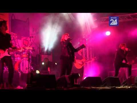 Francois Van Coke En Karen Zoid Sing 'Toe Vind Ek Jou' By Oppikoppi