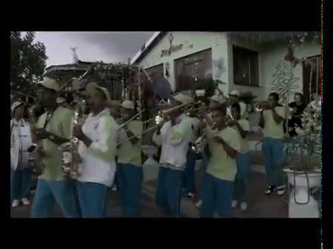 Die Heuwels Fantasties - Pille Vir Kersfees (Amptelike Musiek Video)
