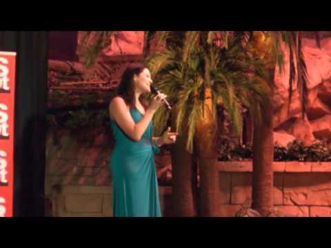 Skouspel: Nianell Sing Nuwe Lied By Vrouedag